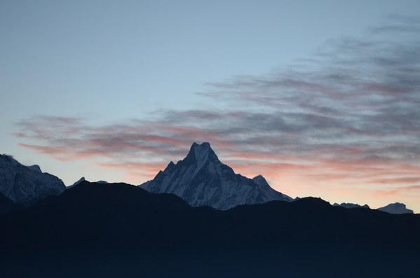 Начала рассвета в Гималаях.