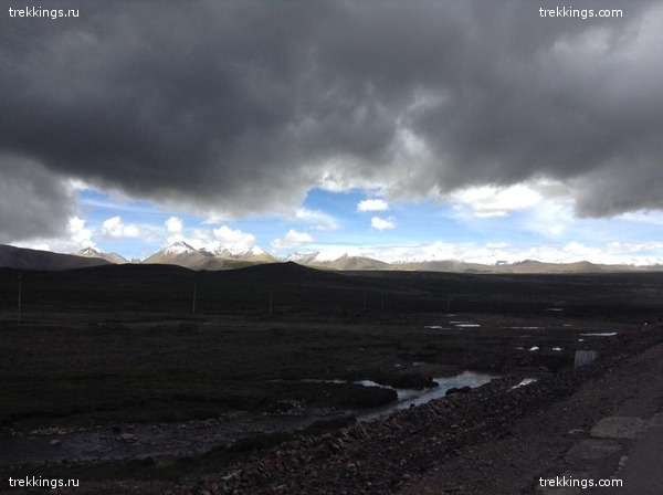 Вид на Гималаи с перевала Гьяцо Ла