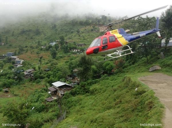 Вертолет на котором экспедиция возвращалась с границы
