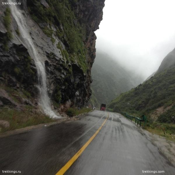 водопады на дороге